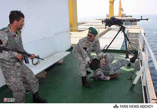 شدیدترین درگیری نیروی دریایی جمهوری اسلامی  در آخرین روزهای سال 93