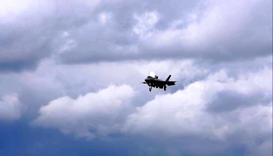 اولین پرواز آزمایشی جنگنده اف ۳۵ در نمایشگاه فارن بورو ۲۰۱۶ + ویدیو