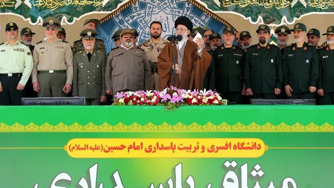 رهبر معظم انقلاب : اجازه ی بازدید از مراکز نظامی را نخواهیم داد