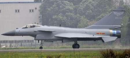 چین با جنگنده های بومی خود نمایشگاه برگزار می کند