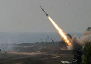 شلیک موشک بالستیک ارتش یمن به مواضع مزدوران در استان «مارب»