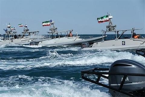 رژه اقتدار یگانهای دریایی سپاه در خلیج فارس