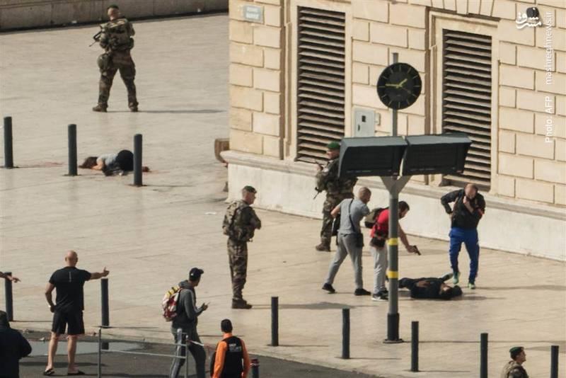 واکنش سریع پلیس فرانسه و بازداشت فرد مهاجمی که در مارسی با چاقو به دو زن حمله کرد. یکی از مجروحان در تصویر دیده می شود.
