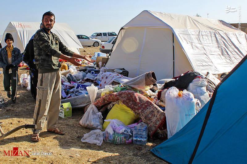امدادرسانی مردمی به زلزلهزدگان در کرمانشاه ایران. این حادثه و پسلرزههای آن بیش از 600 کشته بر جای گذاشت.