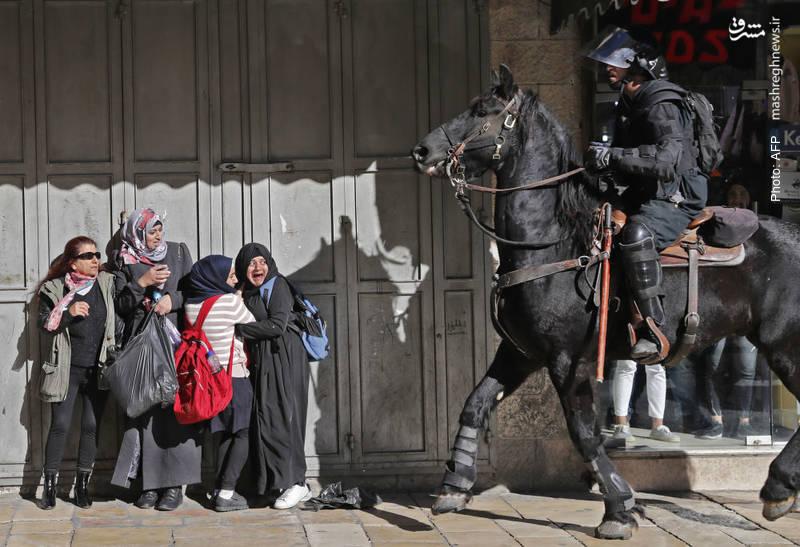 دانش آموزان فلسطینی و سرباز صهیونیست پس از حمایت ترامپ از پایتختی بیتالمقدس برای رژیم اسرائیل