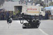 عکس/ ربات به جنگ بمب کوله ای رفت