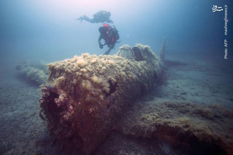 بازمانده جنگنده آمریکایی پی-47 که در جنگ دنیای دوم حوالی جزیره فرانسوی کارسیکا در مدیترانه سقوط کرده بود.