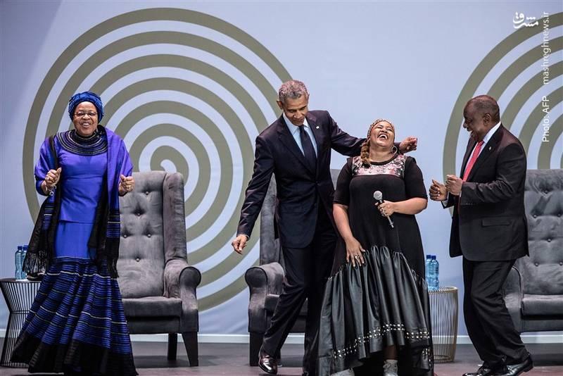 حرکات موزون اوباما در کنار همسر ماندلا طی مراسمی که به مناسبت صدمین سال تولد نلسون در ژوهانسبورگ برگزار شد.