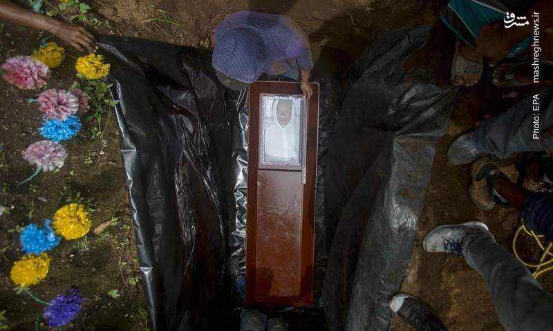 تدفین یکی از کشتهشدگان در برخورد خشونتبار مردم و پلیس نیکاراگوئه. دنیِل اورتهگا بیش از 10 سال است برای دومین دوره در زندگی خود رئیسجمهور نیکاراگوئه است.