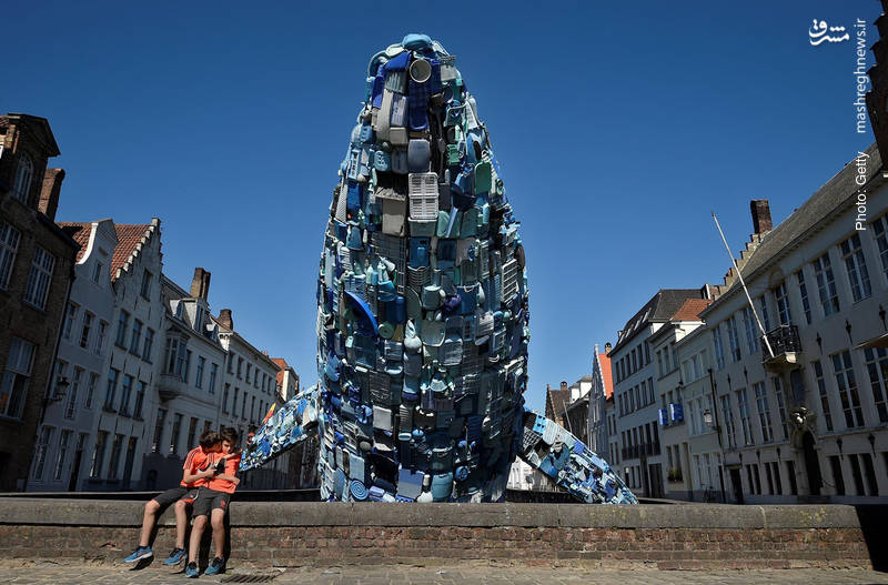 هنر تجسمی در بروخه بلژیک با حدود 5 تن مواد پلاستیکی که از اقیانوس آرام استخراج شده است.