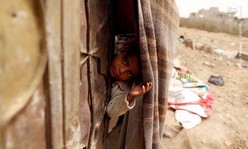 آلونک یکی از آوارگان حدیده یمن در صنعا. عربستان سعودی از چند هفته پیش دور جدیدی از حملات خود علیه این بندر را آغاز کرده است.