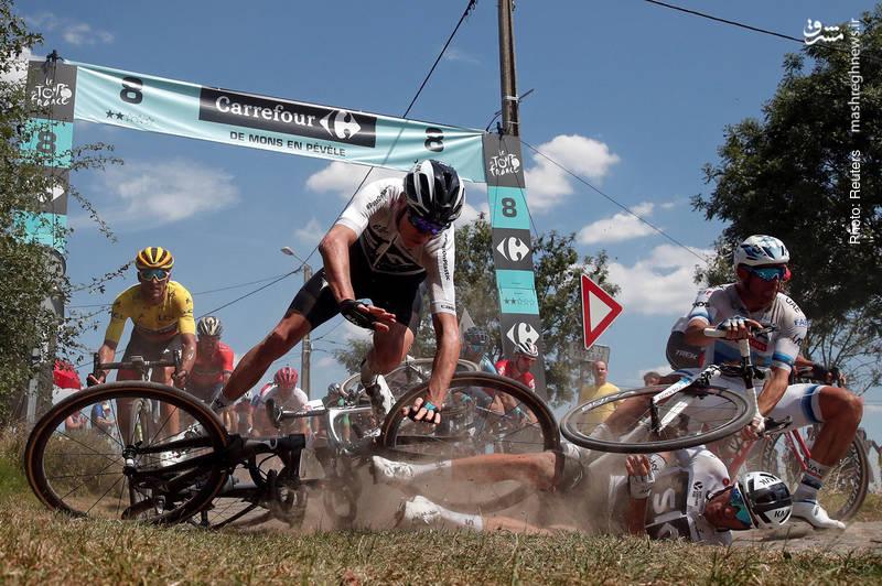 برخورد رقیبان در مسیر 156 کیلومتری مرحله نهم تور دوچرخه سواری فرانسه