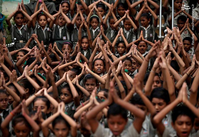 دعای باران در مدرسه ای واقع در احمدآباد هند