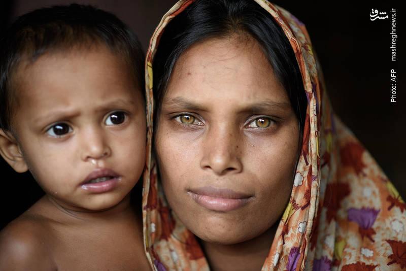 یک پناهنده روهینگیایی و فرزندش در اردوگاه آوارگان بنگلادش