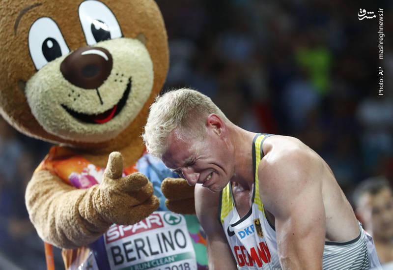 اشک شادی آرتور اَبِل ورزشکار آلمانی پس از کسب مدال طلا در مسابقات دو و میدانی در مسابقات اروپایی که در آلمان در حال برگزاری است.