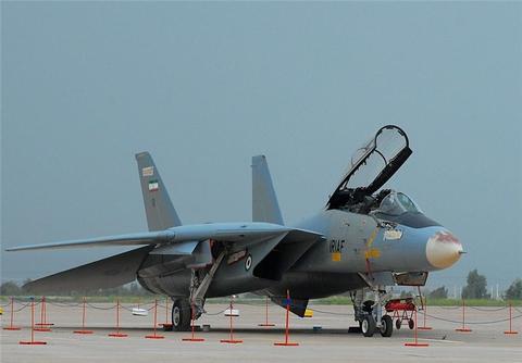 اورهال یک فروند جنگنده اف-۱۴ در پایگاه شهید بابایی